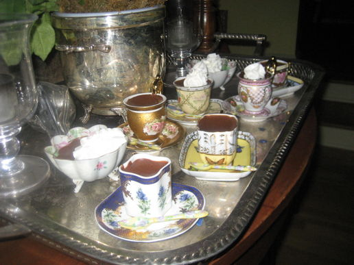 Pretty-little-teacups-filled-with-chocolate-mousse-2