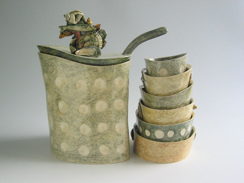 Sea_tureen_with_bowls